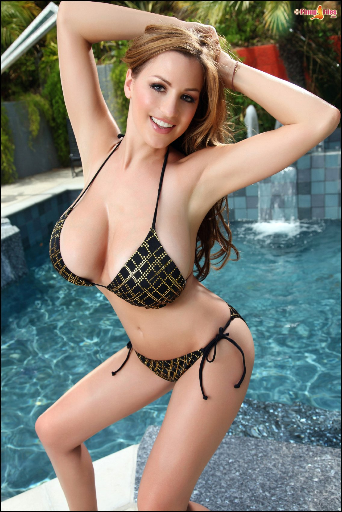 Bikini girl Jordan Carver posing at the poolside - My Pornstar Book